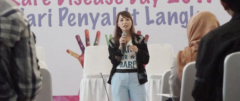 Peni Utami selaku Ketua Yayasan MPS dan Penyakit Langka Indonesia memberikan sambutan pada Peringatan Hari Penyakit Langka Indonesia 2017
